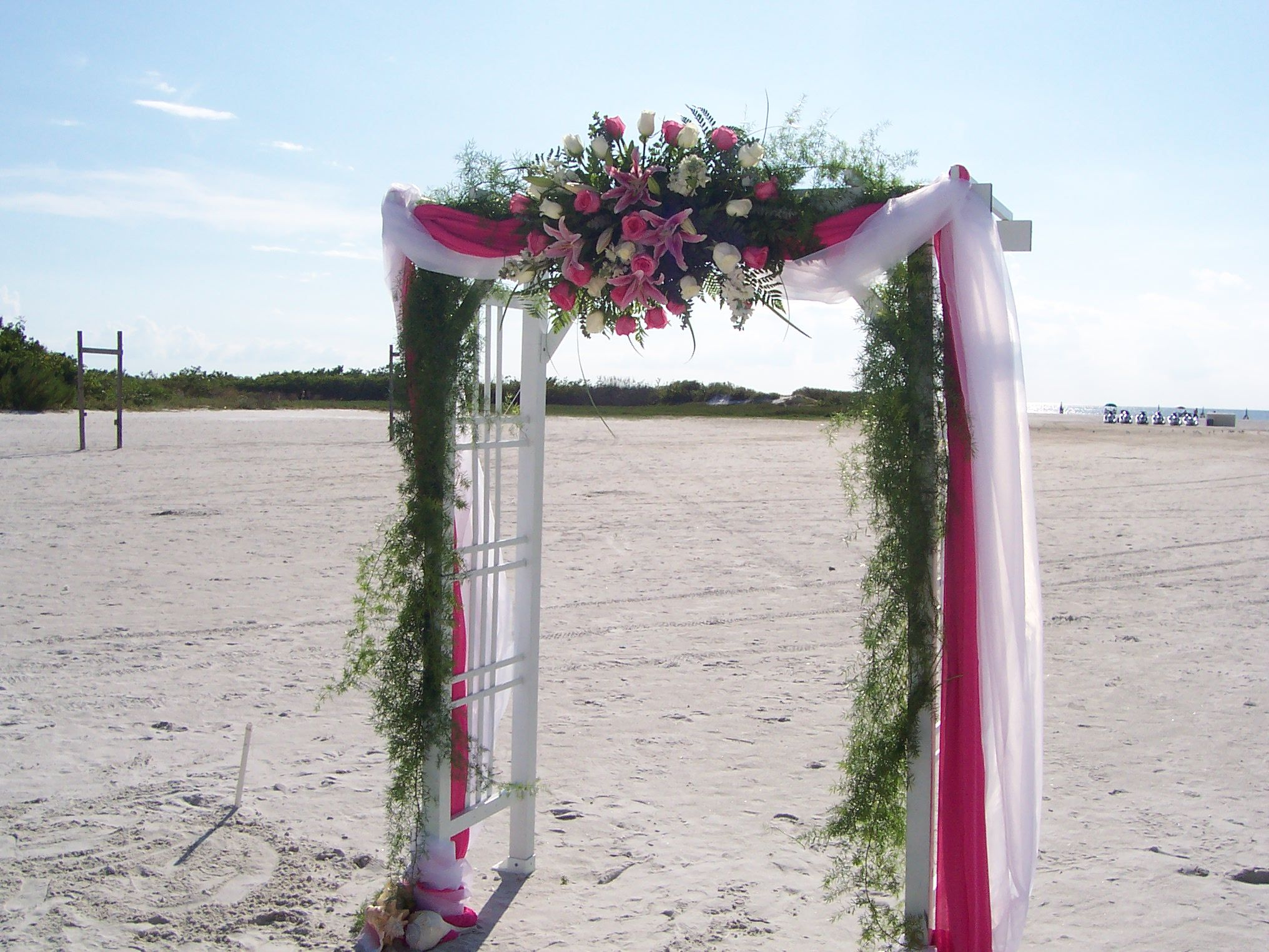 Alluring Outdoor Wedding Arches In A Beach With Silk Tulle And Garland  Adorn / Seasonal Beautiful Pictures Of Decorated Wedding Arches