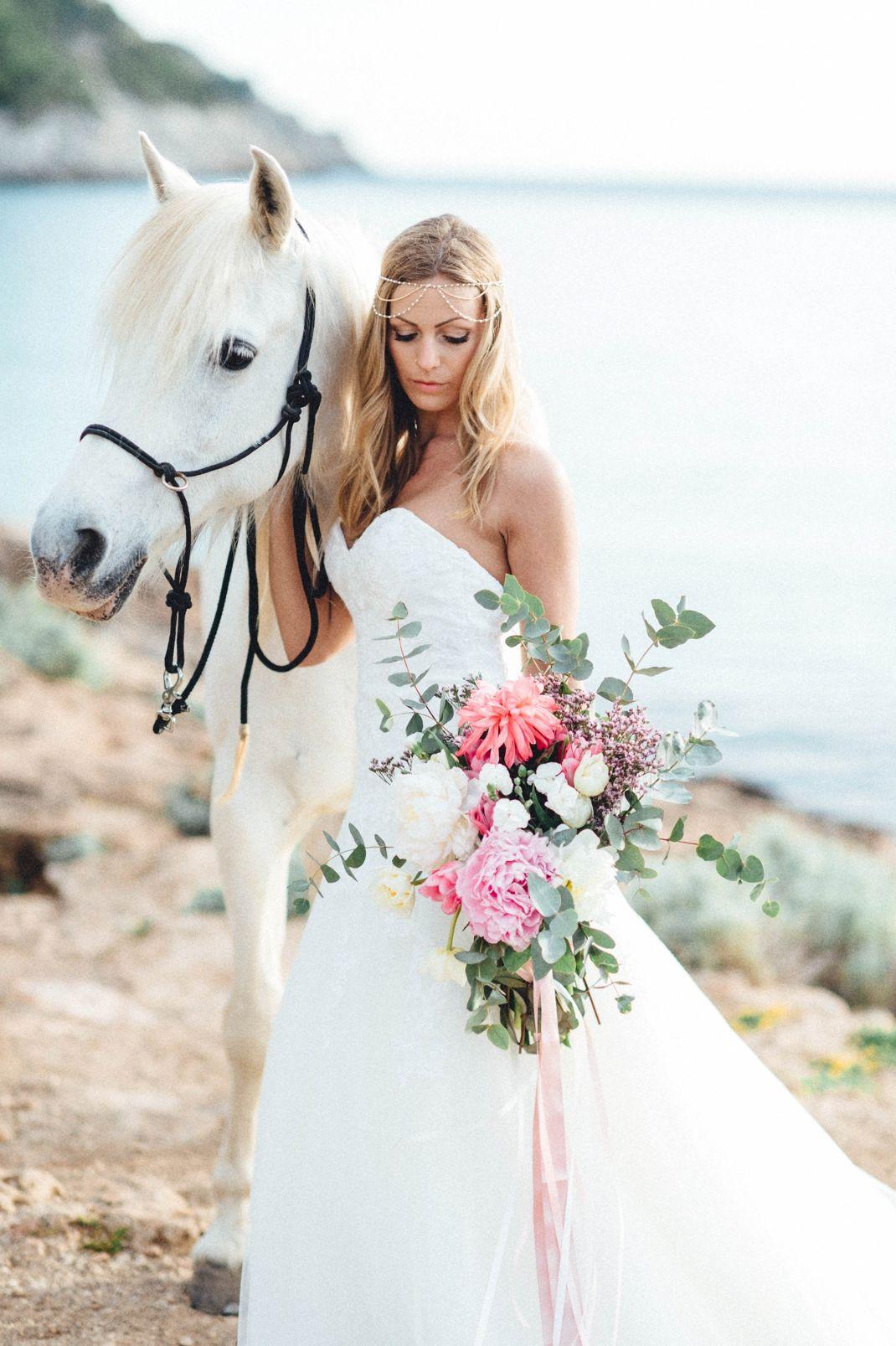 Kreativ Wedding Europe Weddingphotographer And Videographer Horse Girl Photography Horse Wedding Girl Photography