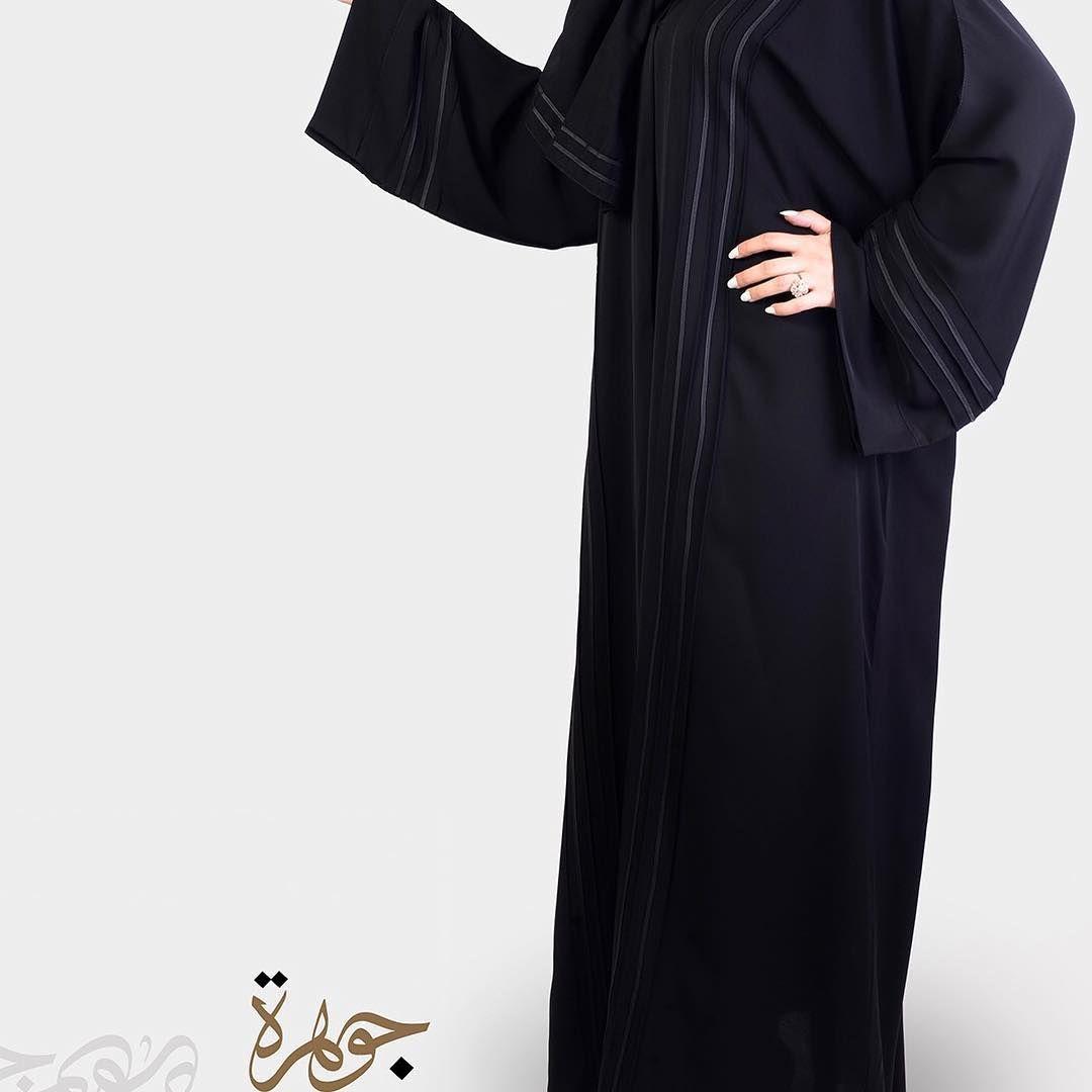 السعر 170 كم مربع قيطان عريض عباية بلاك بيري بقصة كم مربع وخيوط القيطان العريض على كامل العباية والاكمام لتضفي اليها جمالا هادئ Fashion Academic Dress Dresses