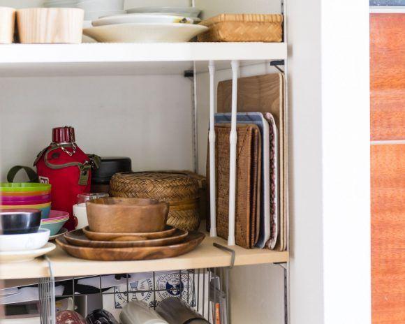 100均のつっぱり棒でキッチン収納が激変 壁面ラック 引き出しの