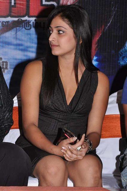 Haripriya Telugu Actress Showing White Underarm Hot Thunder Thighs Wallpaprs For You