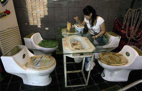 Modern Toilet Restaurant, Tokyo, Japan   Toilets, Crappers and ... : toaletter toilets : Inredning