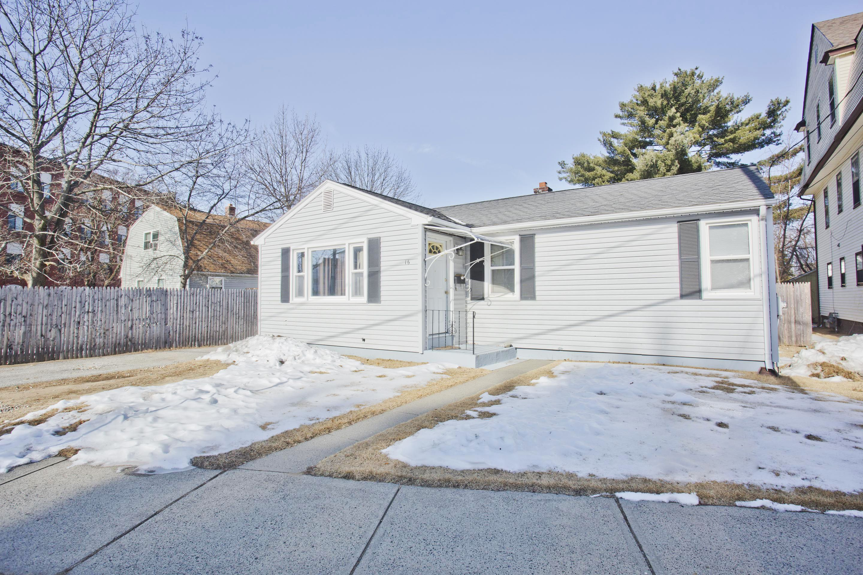 16 asinof avenue chicopee ma 01013 house home forsale buy rh pinterest com