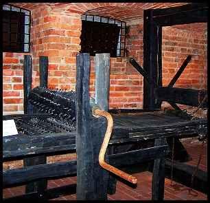 f1941caca0 medieval torture devices Sorozatgyilkosok, Macabre, Kastélyok, Kütyük,  Bánat, Történelem, Középkor
