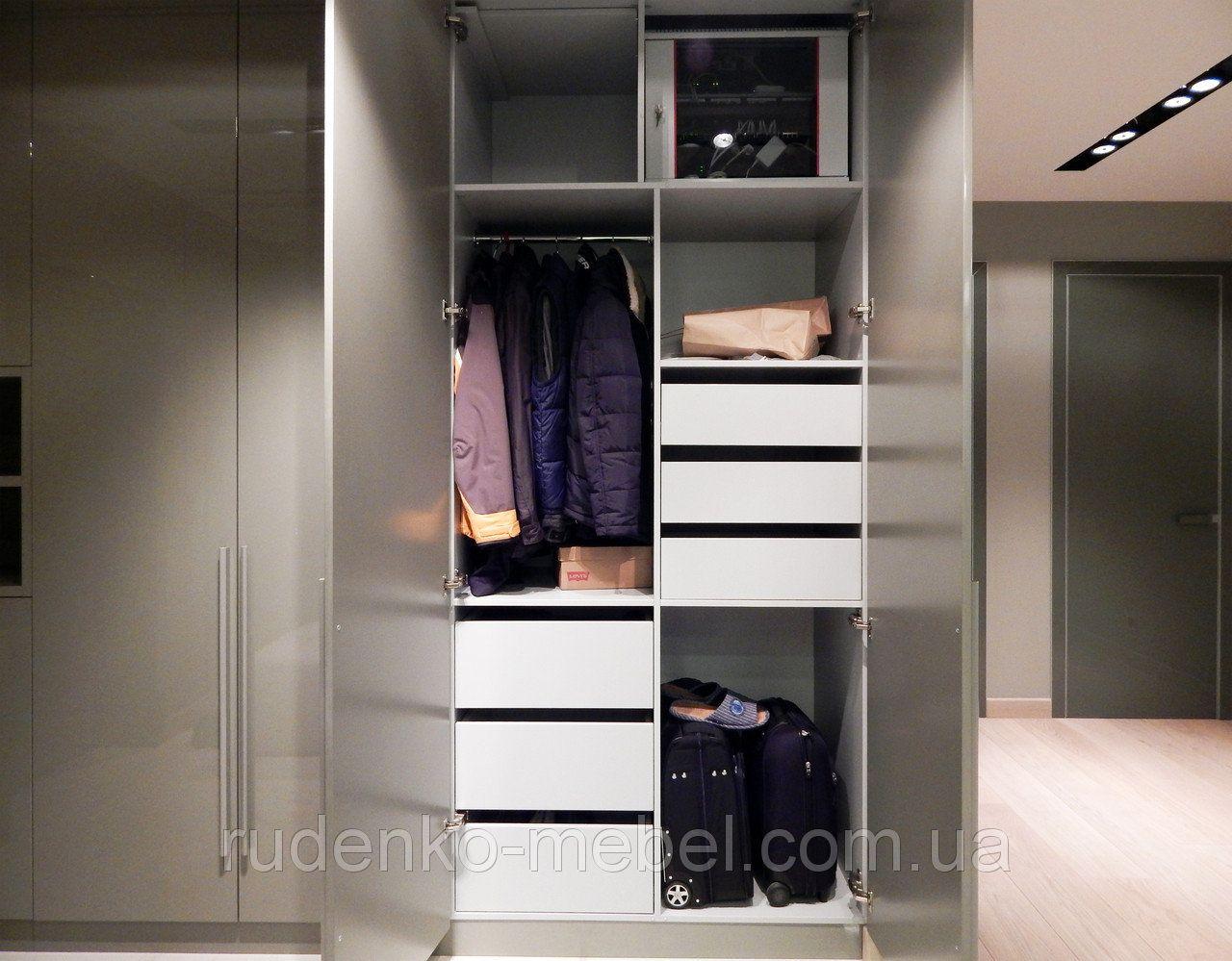 Встроенный распашной шкаф в прихожей, МДФ покраска - серый ...