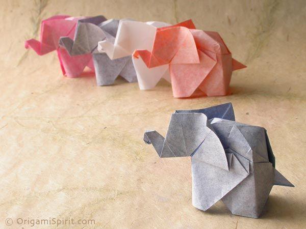 efante de Origami. Diseñado por Fumiyaki Kawahata. Plegado por Leyla Torres.