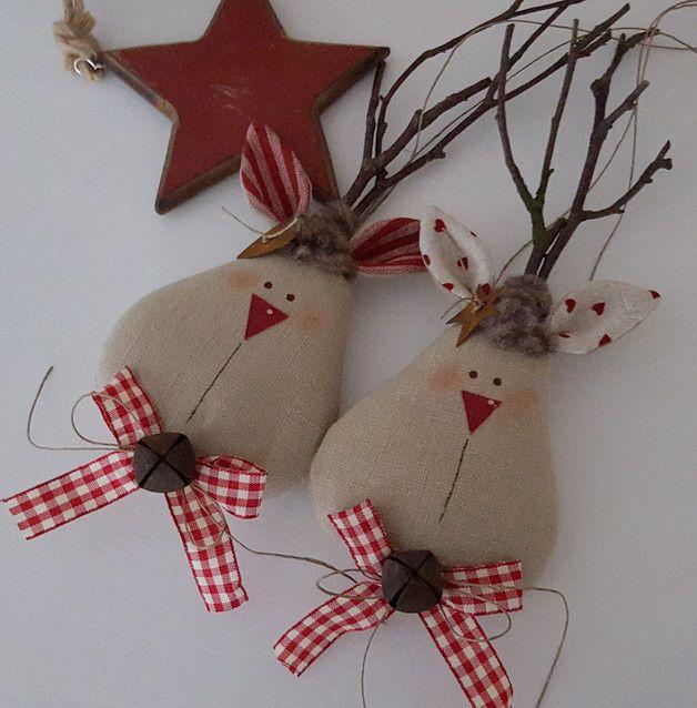 *Elch*  Ein Weihnachtselch, mit Echtholzgeweih, großem Glöckchen und Vichyband verschönert, für den Weihnachtsbaum, den Weihnachtskranz, Weihnachtsstrauß oder als...