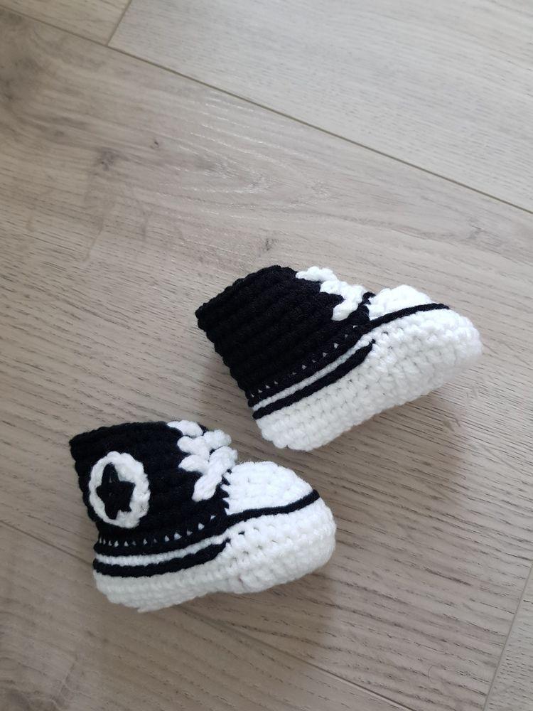 schwarze Babyschuhe gehäkelt handgemacht handmade gestrickt Hausschuhe
