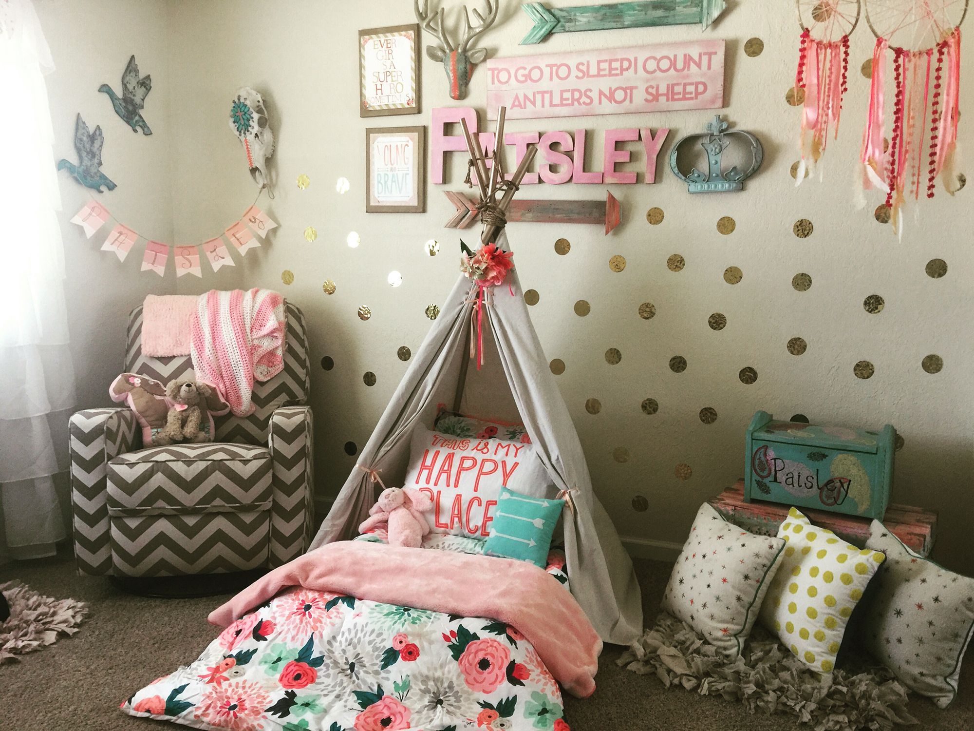Wild and free toddler room tee pee montessori bed on the for Baby girl bedroom decoration
