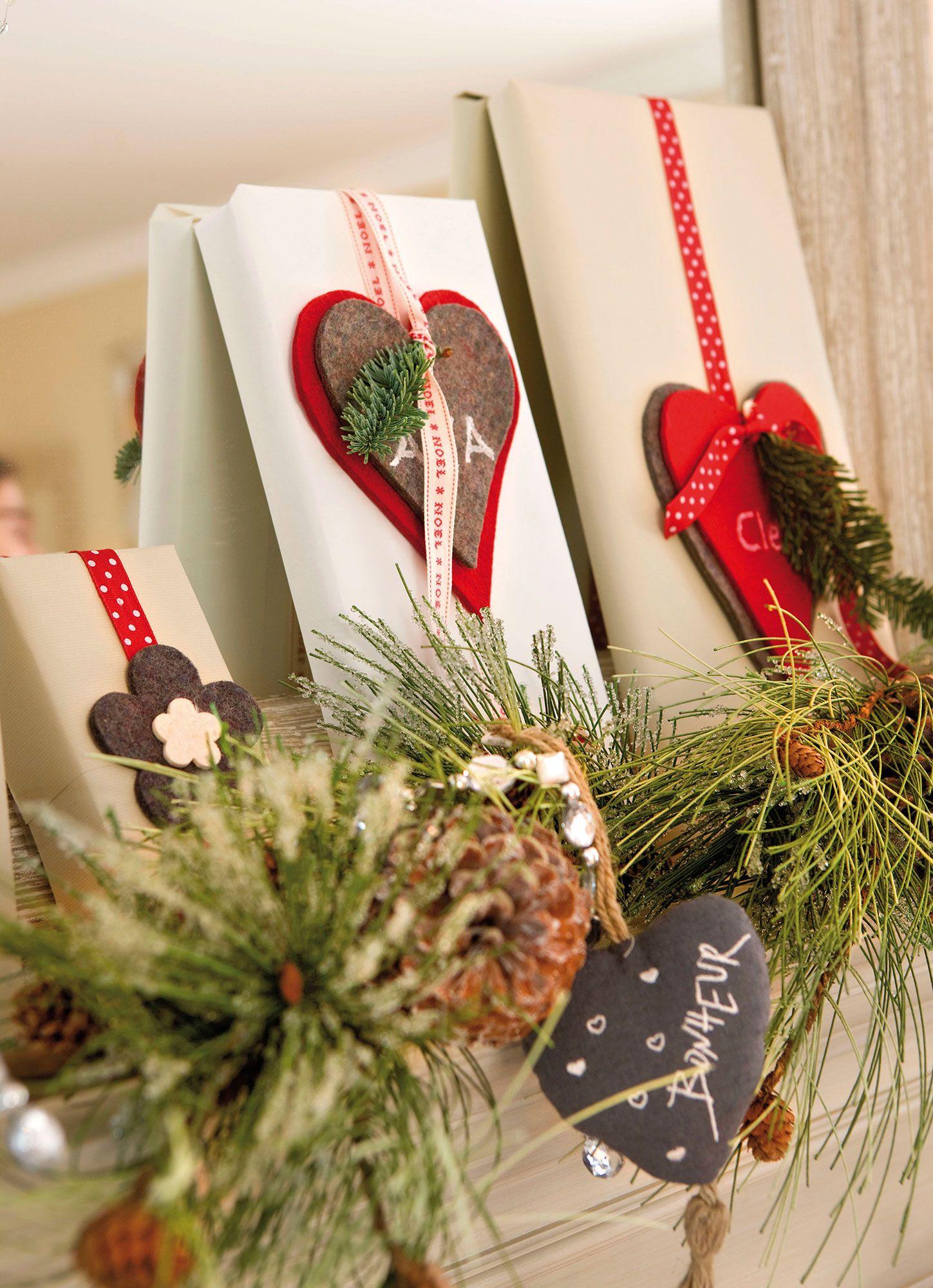 Detalle De Regalos De Navidad En La Repisa De La Chimenea Mesas  ~ Regalos Originales Para Navidad Manualidades