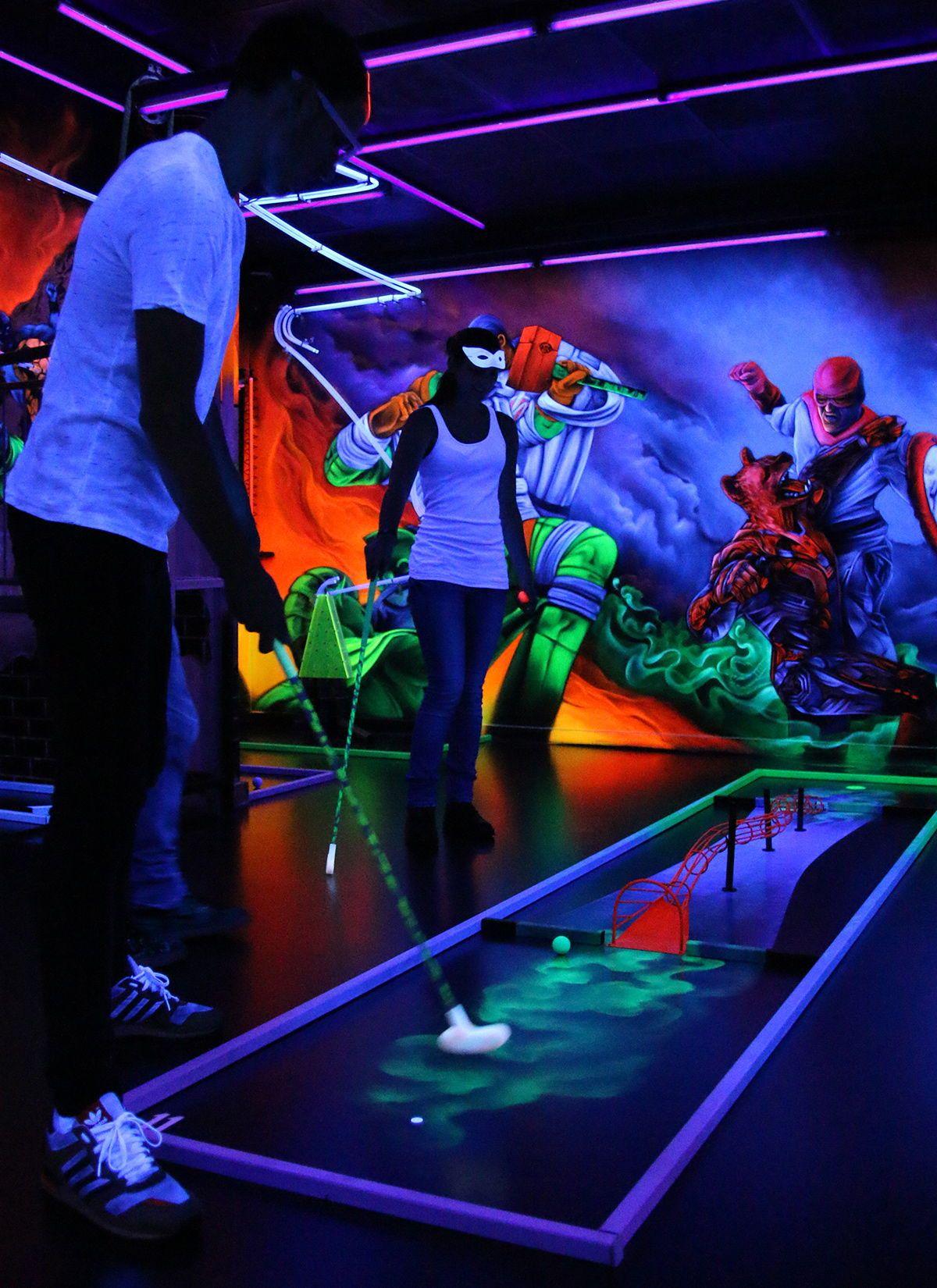 Schwarzlicht Minigolf In Mainz Frankfurt Schwarzlichthelden Einzigartig Schrill Kinderspielplatz Minigolf Schwarzlicht
