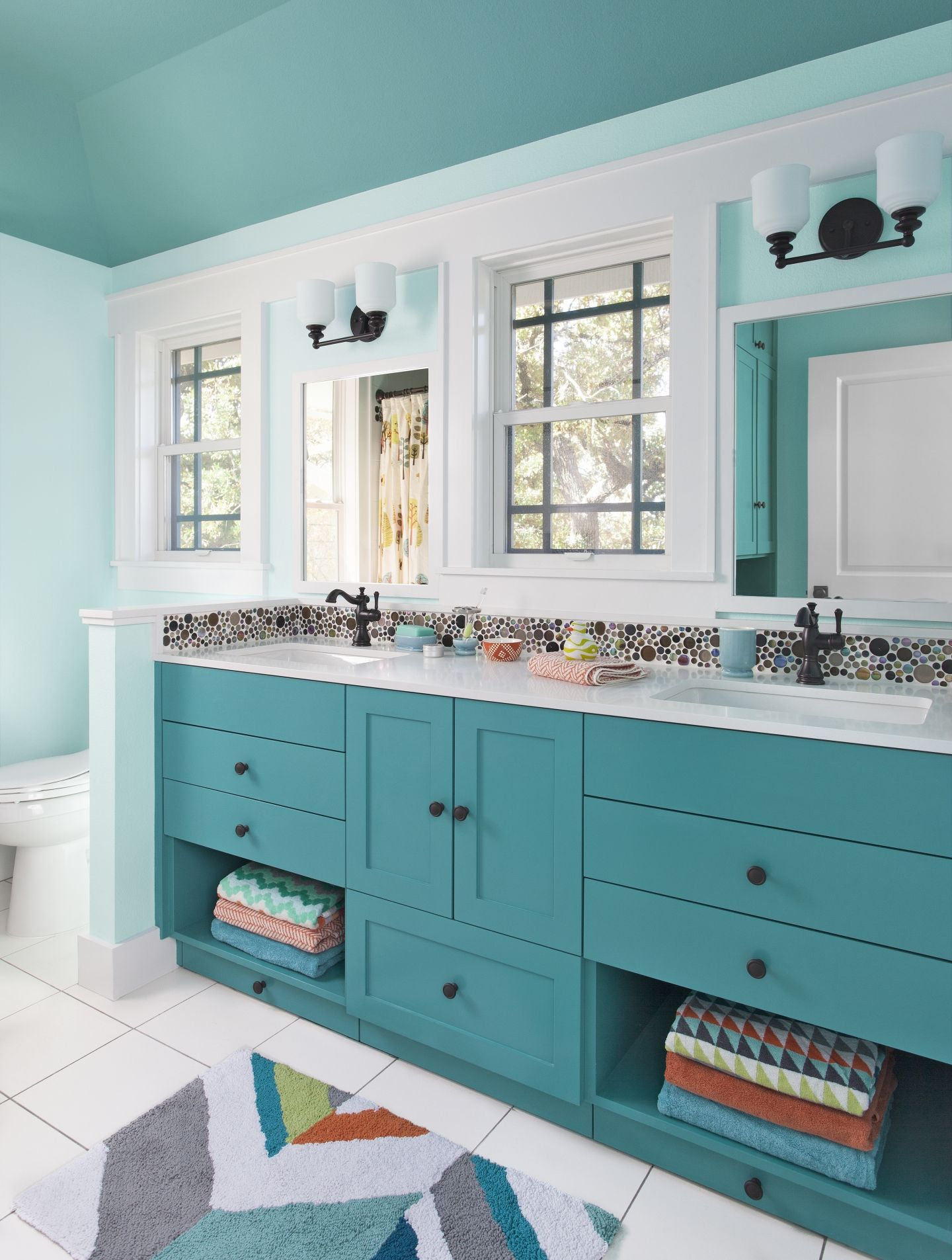 Simple Kitchen and Bath Updates to Improve Efficiency  Salles de