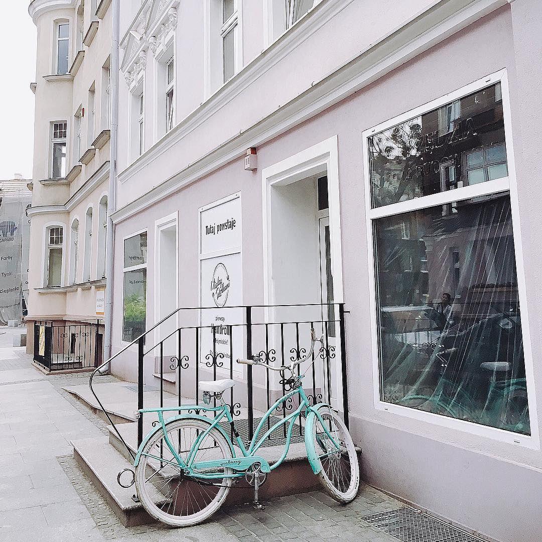 "62 Me gusta, 1 comentarios - Valentina Jarc (@valentinajarc) en Instagram: ""My future home & bike. 🍬🙈 • • #pastel #house #lavender #mint #bike #perfect #neighbourhood…"""