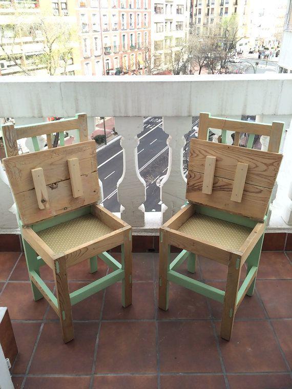 Dos sillas antiguas de cocina convertidas en dos piezas únicas en ...