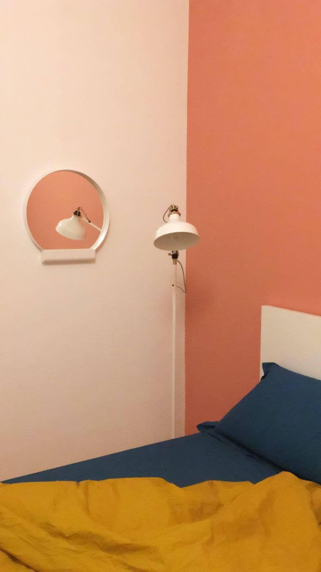 Giochi di specchi in camera da letto e colori caldi. | Idee casa nel ...