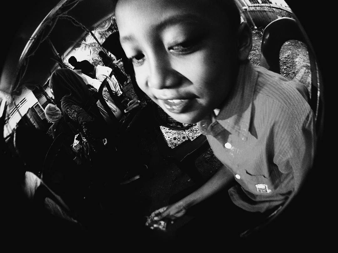 Lirik dikit ah.      #vscocam #vscokaskus #vscosolo #vscoindonesia #mataponsel #gadgetgrapher #letsgetshot #peopleinframe #humaninterest #agameoftones #rsa_vsco #bwindo #bwoftheday #bnw #bw #humanactivity #bwkiller #humaninterestphotography #vscobnw #randomnesia_ #candid #candidshot #candidchildhood #rsa_bnw #humanpotrait #bnw_magazine #bnw_captures #bnw_life #whpexpressions #zenfonegraphy by adhitantyaksm