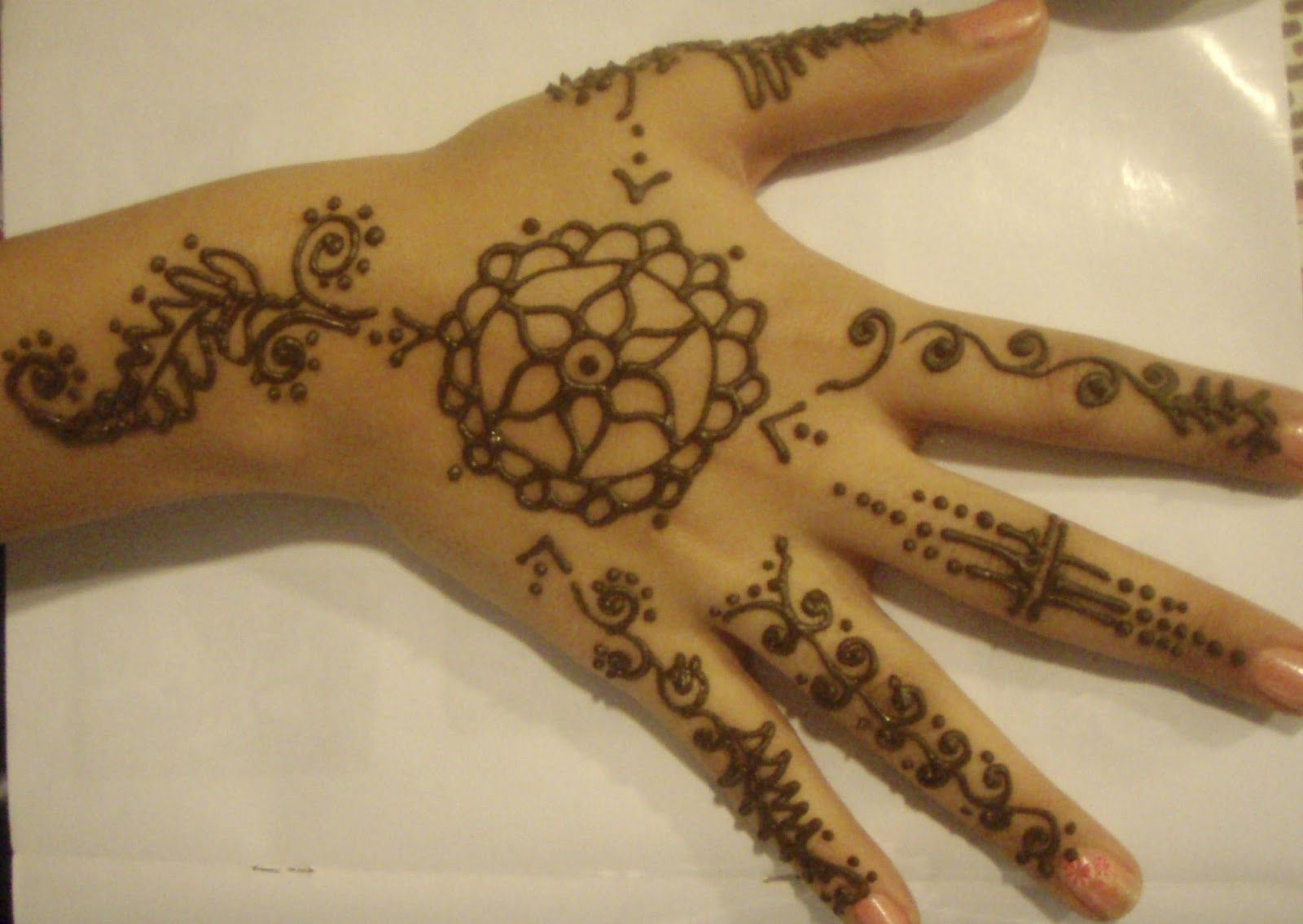 Mehndi Party Things To Do : Inai henna tattoo mehendi for raya parties activities at malls