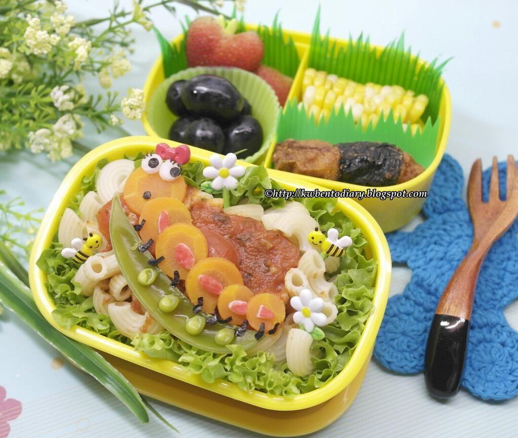 Twitter from @Karenwee's Bento Diary Today's #lunch #bento #obentoart #obento #macaroni #caterpillar @ http://www.kwbentodiary.blogspot.com/2013/06/bentojune3caterpillar-lunch-bento.html?m=1 …