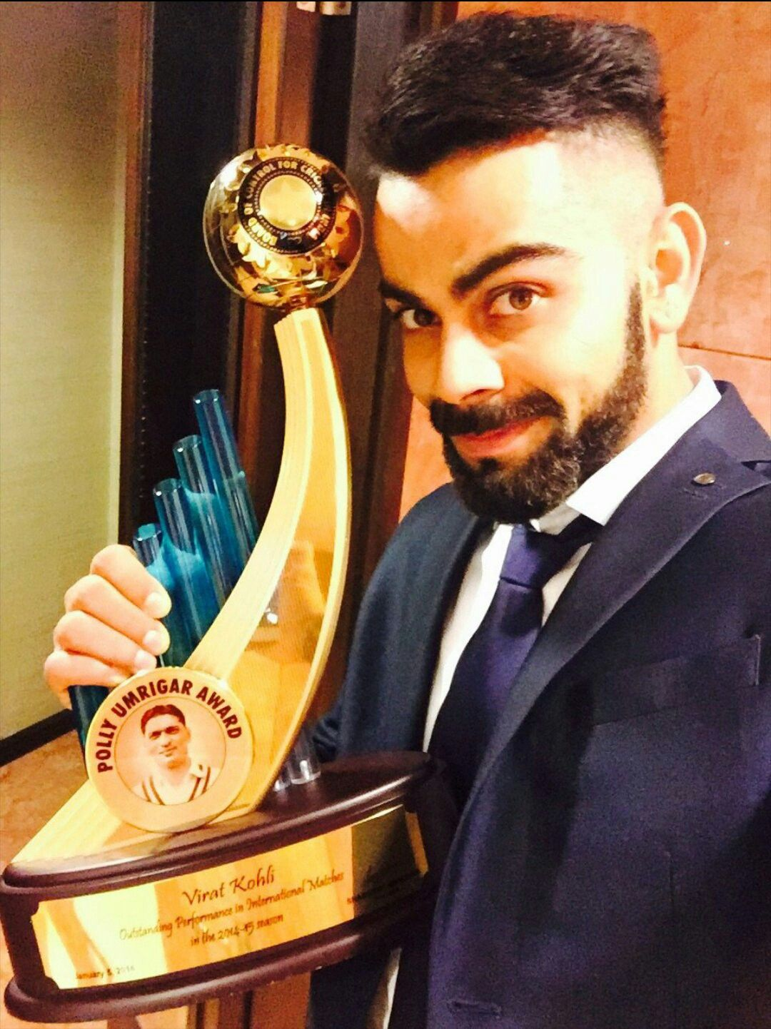 virat kohli was awarded with prestigious polly umrigar award 2016