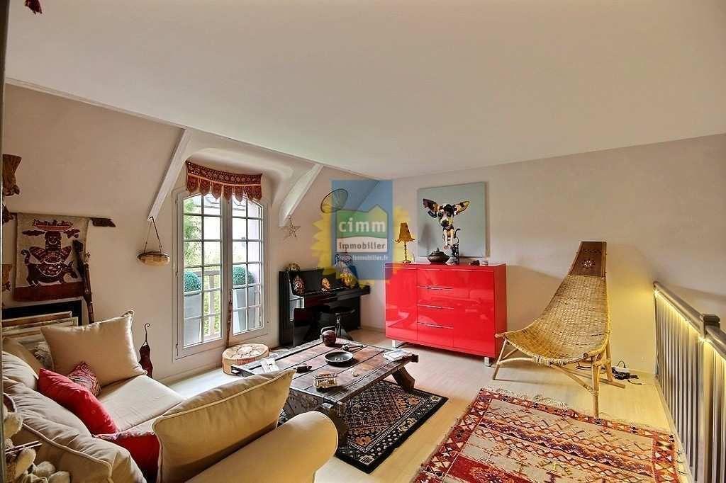 Vente sublime maison traditionnelle 7 pièces avec cuisine US équipée, mezzanine ouverte sur salon et baignoire à remous à Noisy-le-Grand http://www.cimm-immobilier.fr/fr/vente-maison-noisy-le-grand-p-r7-930022321.html