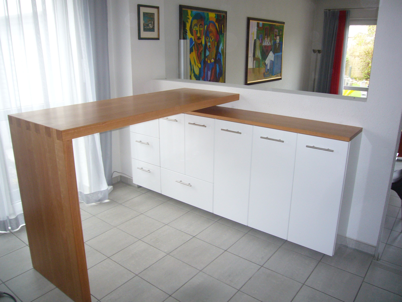 Sideboard Mit Weissen Fronten Stehtisch Und Deckplatte In Kirschbaum Sideboard Stehtisch Decken