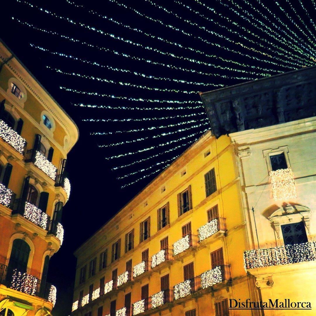 Ya es Navidad en la Plaza de Cort  #Palma #Mallorca #estimapalma #igerspalma #IgersMallorca #IgersBaleares #IgersBalears #balearespasoapaso #somosinstagramers #Navidad #LucesNavidad #mallorcagram #mallorcatestim by disfrutamallork