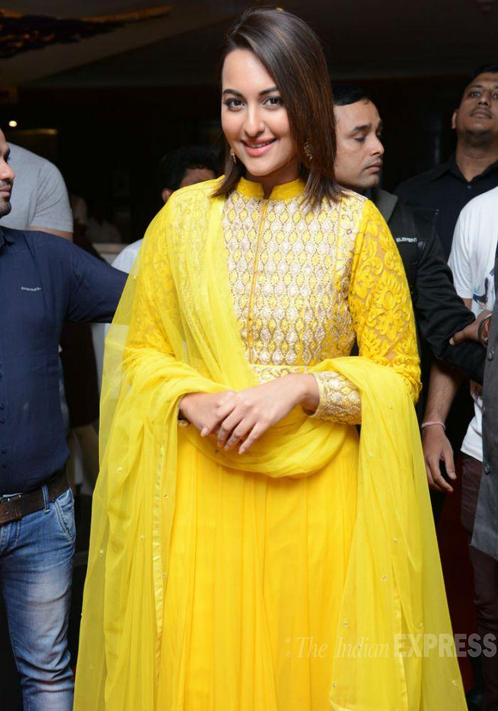 Rajinikanth Sonakshi Anushka Celebrate Lingaa S Musical Success Fashion Yellow Dress Bollywood