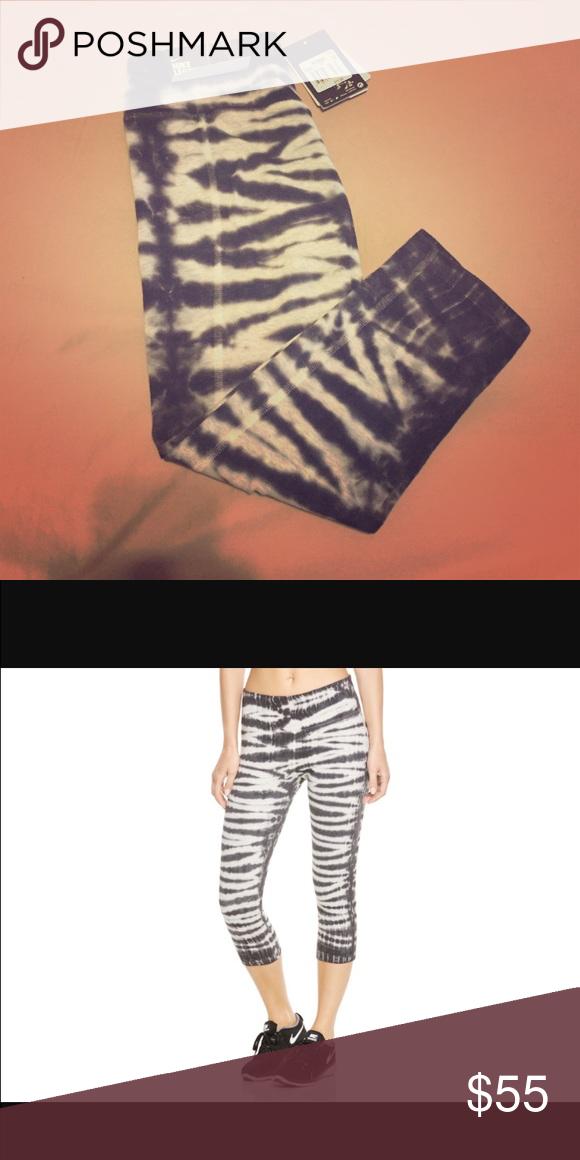 ee536adf9bd20b Patterned Nike leggings White and black patterned Nike, dri-fit capri  leggings. Nike Pants Leggings