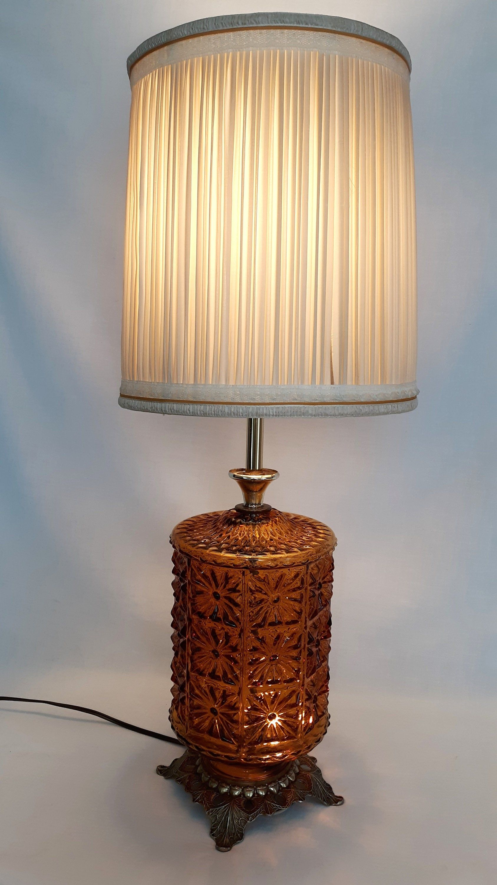 Vintage Art Deco Ef Ef Ind 1978 Amber Glass Daisies 3 Way In 2020 Vintage Lamps Glass Lamp Shade Milk Glass Lamp