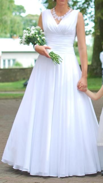 Suknia Slubna Biala Skromna Buty 3619710532 Oficjalne Archiwum Allegro Wedding Dresses Dresses Sleeveless Wedding Dress