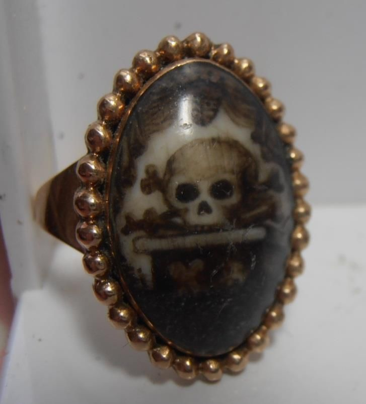 RARE GEORGIAN GOLD MOURNING RING SEPIA MINIATURE OF TOMB WITH SKULL & BONES