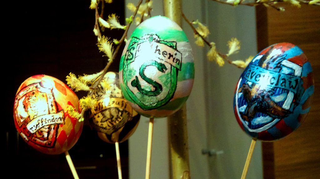 These Geeky Easter Eggs Are Eggcellent Sorry Couldn T Resist Grouchymuffin Harry Potter Easter Eggs Easter Eggs Easter Bonnet
