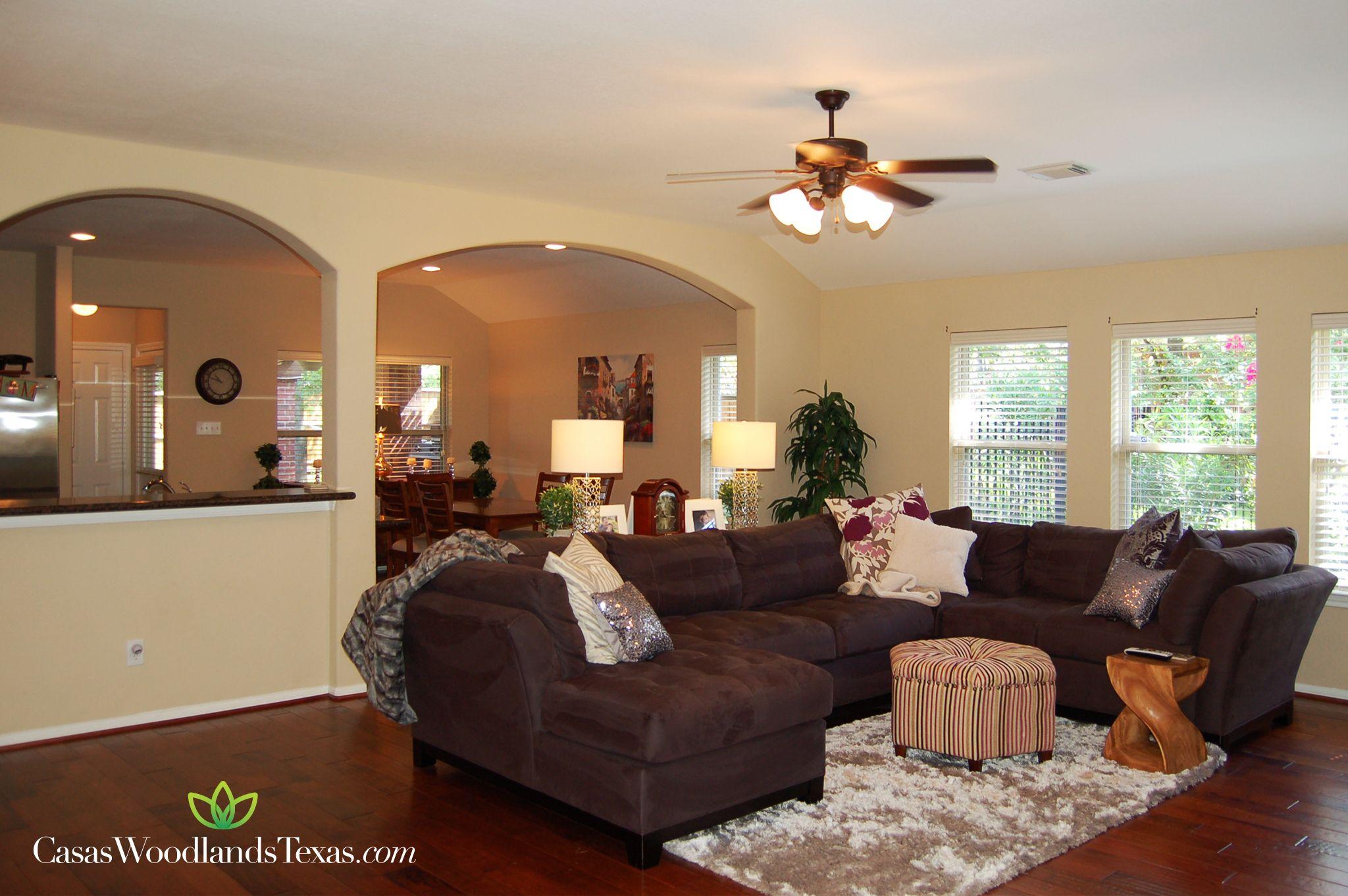 amplia sala con pisos de madera duela pisos decoracin