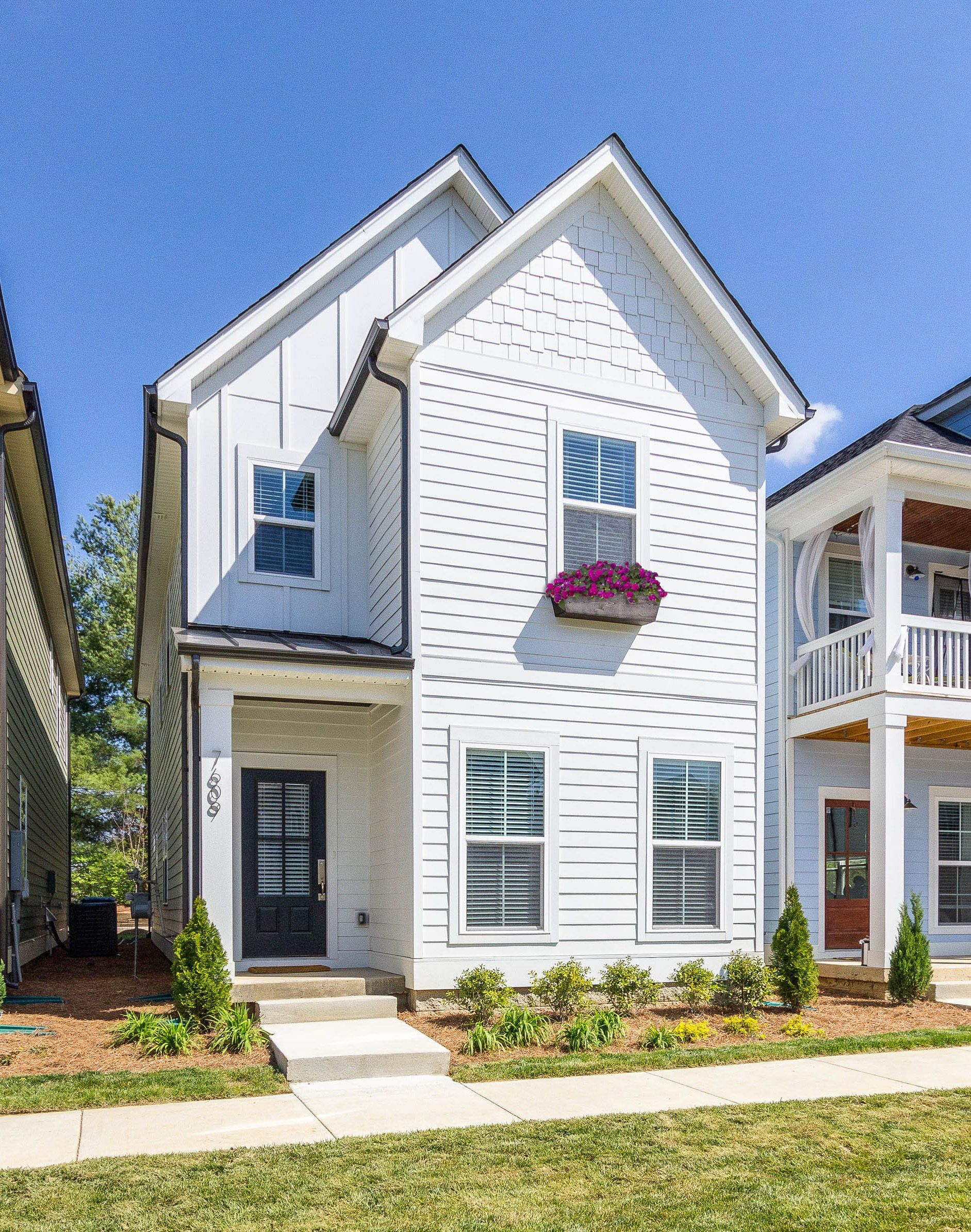 Nashville Tennessee Parkside Builders James Hardie Arctic White Exterior With Arctic White Trim House Exterior Dream House Exterior Exterior House Colors