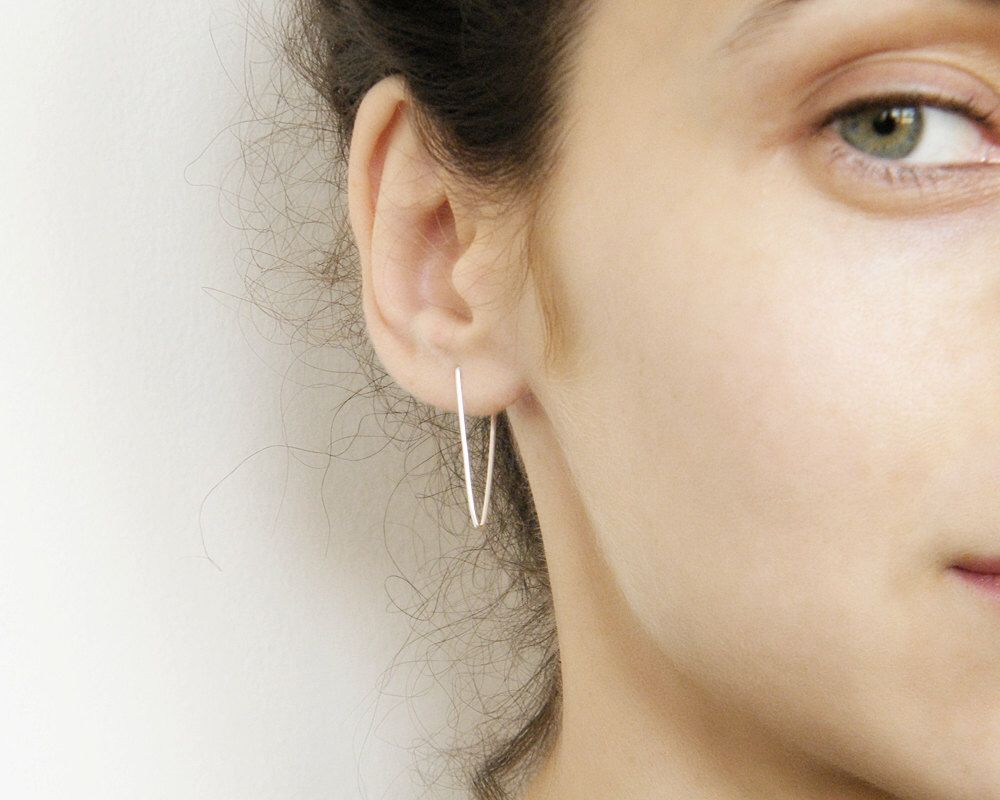 Lijn oorbellen nietje oorbellen, edgy zilveren oorbellen, minimalistische oorbellen, geometrische oorbellen, hipster stijl oorbellen door AIRlab op Etsy https://www.etsy.com/nl/listing/229176417/lijn-oorbellen-nietje-oorbellen-edgy
