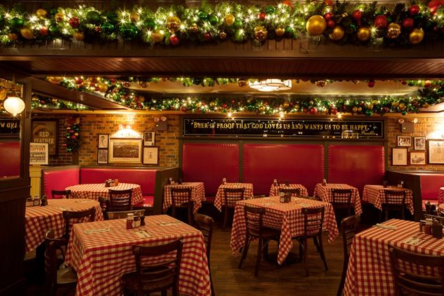 Restaurant Christmas Decorations Google Search Restaurant Decor Decor Indoor Christmas Decorations