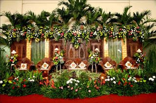 This Option Wedding Decorations Themes Be Bride To Your Favorites My Wedding Traditional Wedding Decor Wedding Stage Decorations Custom Wedding Decor