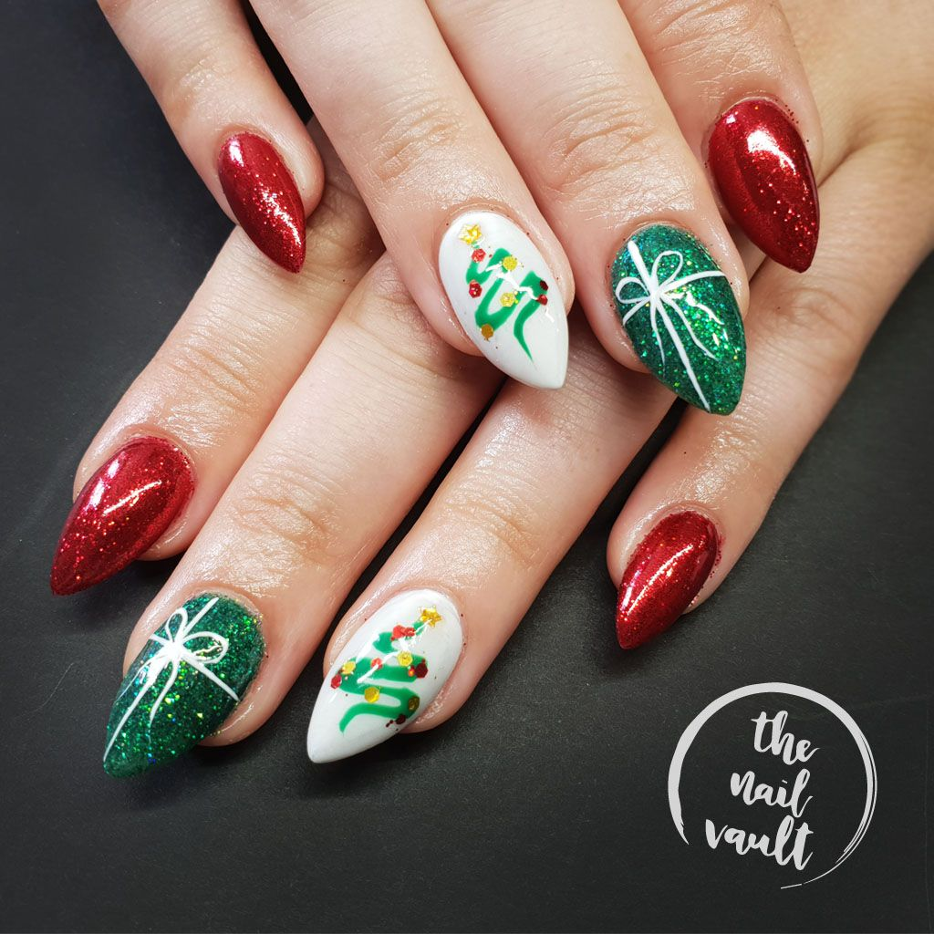 Christmas Nail Art With Gel Polish: RED AND GREEN CHRISTMAS 💅 Hand Painted Nail Art, Glitter