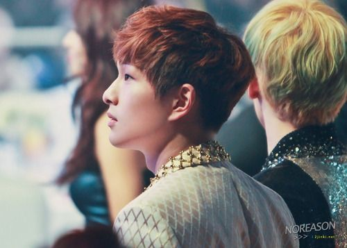 Onew's side profile~ cute
