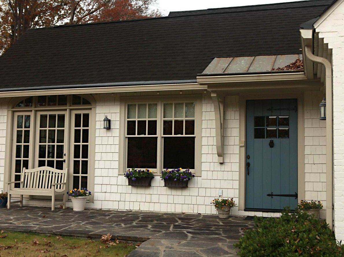 White house tan trim colored door like the trim exteriors a home without shutters gives you more flexibility when selecting a front door color choosing a blue based color can be an alternative to dark green rubansaba