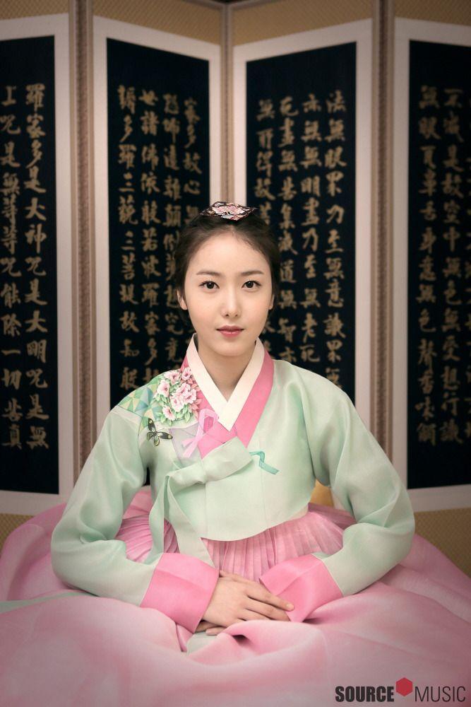 GFRIEND - SinB #신비 (Hwang EunBi #황은비) in a hanbok