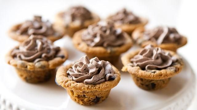 Chocolate Chip Cookie Cups with Chocolate Cream Recipe
