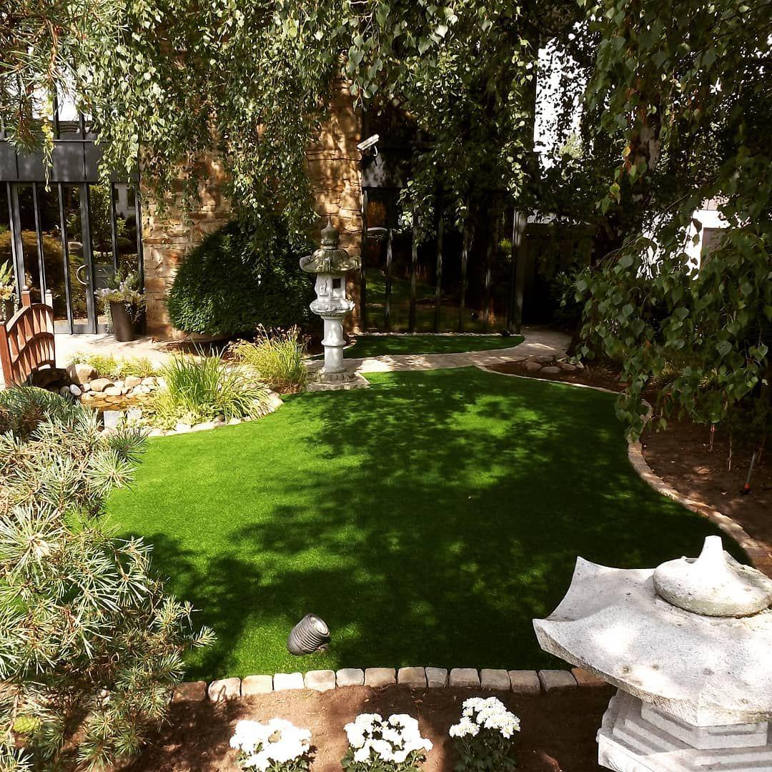 Auch Schattenflachen Sind Mit Einem Kunstrasen Immer Saftig Grun Kunstrasendeutschland Kunstrasenruhrgebiet Kunstra Garten Landschaftsbau Gartenbau Garten