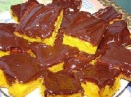 Receita de Bolo de cenoura - bolo pois ela endurece. Assim que tirar o bolo do forno prepare a cobertura e coloque sobre o bolo ainda quente. O bolo fica bem molhadinho...
