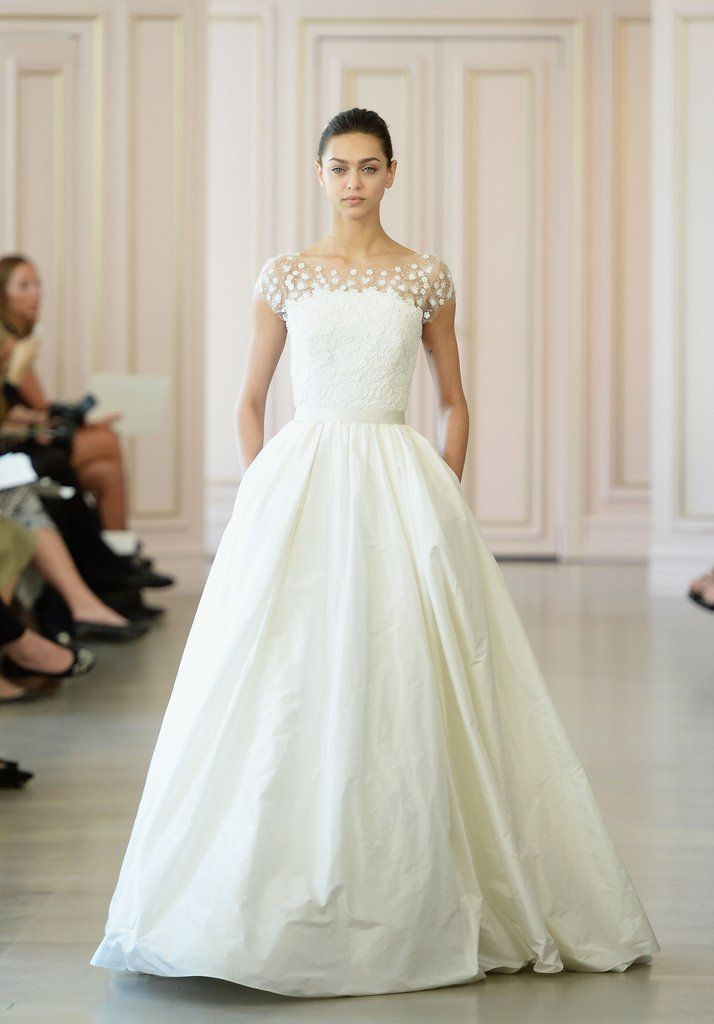 Collection Oscar de la Renta Spring 2016 A-line ballroom straight across neckline
