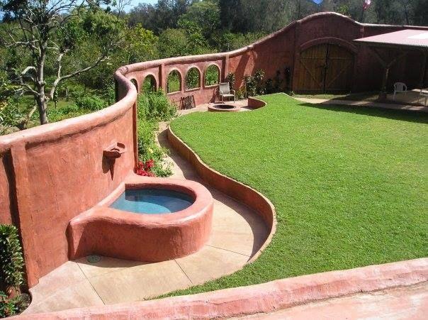 Hawaiian Courtyard Made Out Of Ferrocement Design Ideas
