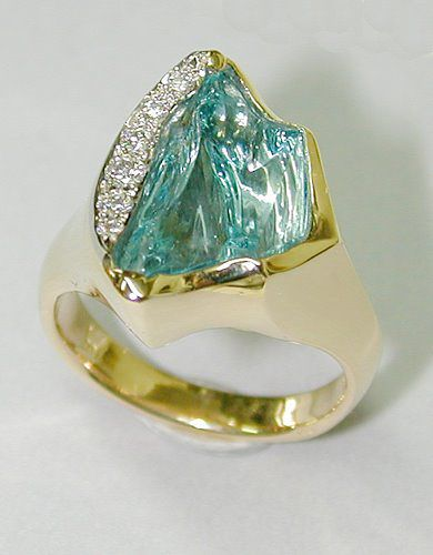 Carved Aquamarine, Diamond and 18ct Yellow Gold Ring - Hans Meevis