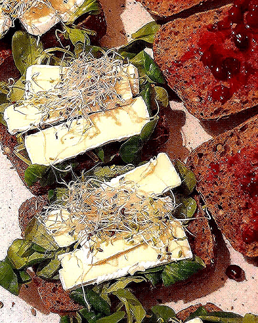 Oh camembert... ;-) #panlancz #kanapki #breakfast #sniadanie #kanapkilove #fit #sandwich #kanapkizserem #kanapkizjajkiem #pomidor #kanapkiwiosenne #fingerfood #instafood #nadodrze #sniadaniemistrzow #healthyfood #sandwiches #healthy #zdrowejedzenie #kolacja #kanapka #jajka #czystamicha #zdrowo #goodmorning #zdrowesniadanie #jajko #spring #frühstück #ogórek