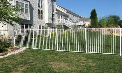White Metal Fence With Images Aluminum Fence Backyard Fences