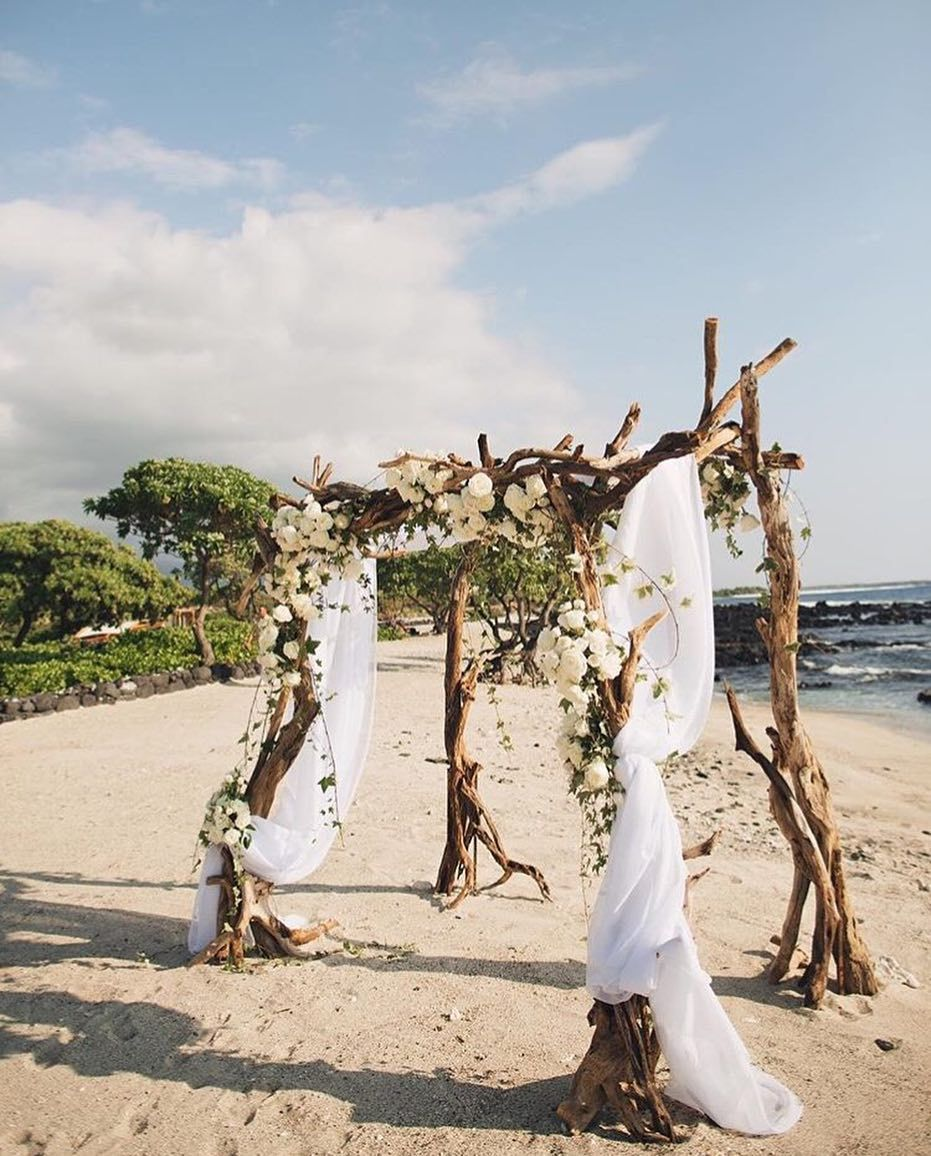 Belongil Beach Wedding Ceremony: Elegant Beach Wedding Ceremony